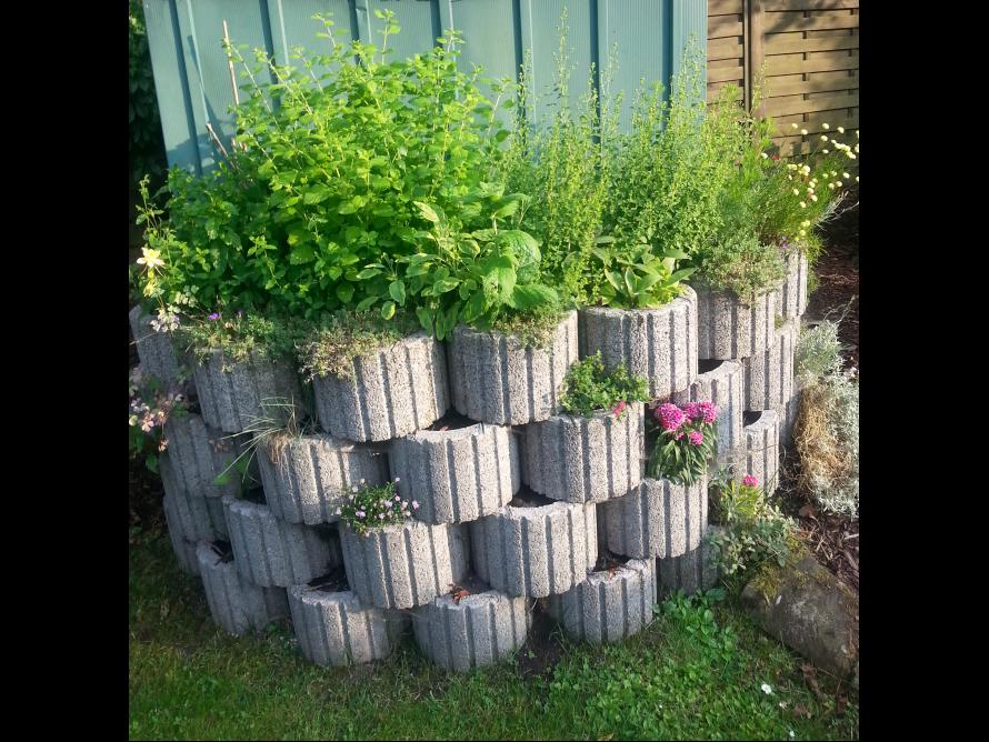 Garten gestalten mit pflanzsteinen for Toom baumarkt garten pool