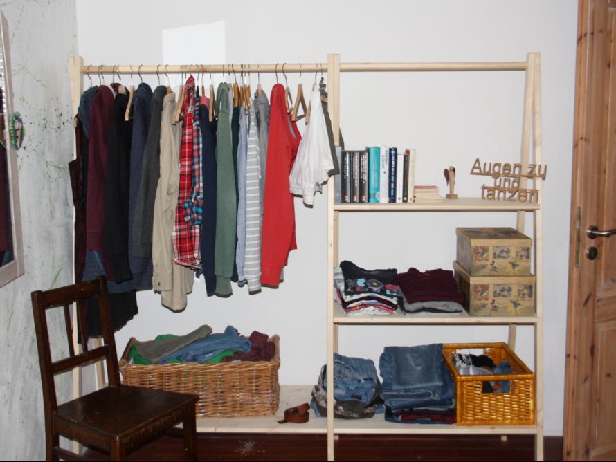 toom kreativwerkstatt einfaches regal garderobe. Black Bedroom Furniture Sets. Home Design Ideas