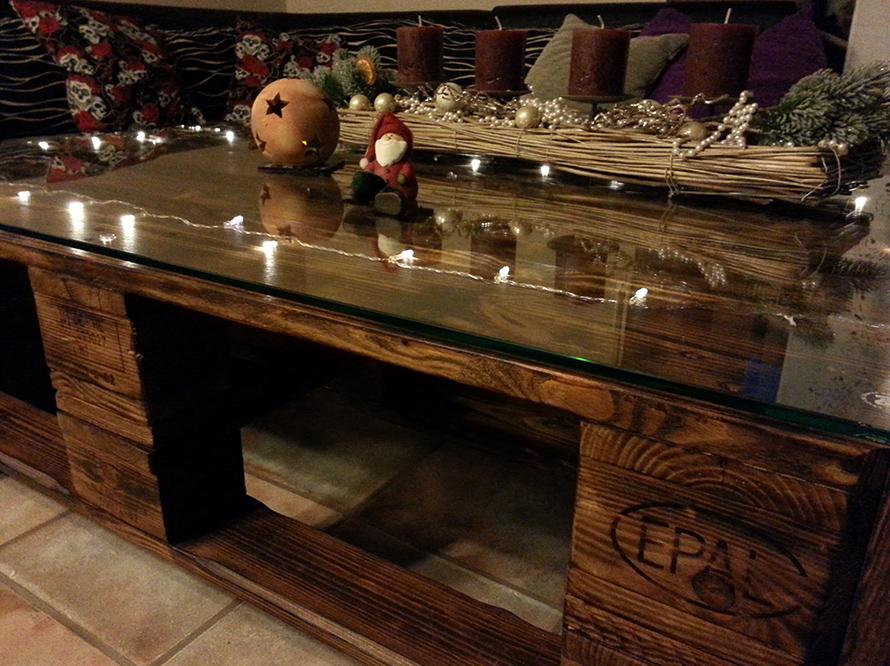 toom kreativwerkstatt weihnachts tisch aus europaletten. Black Bedroom Furniture Sets. Home Design Ideas