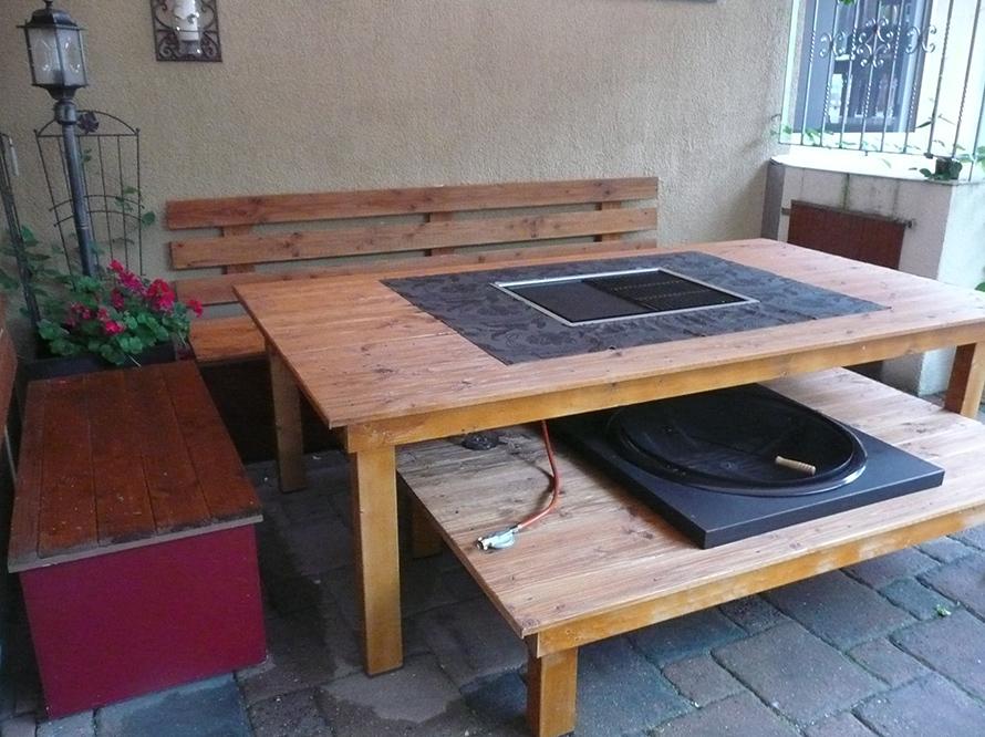 toom kreativwerkstatt riesen grilltisch mit integrierter. Black Bedroom Furniture Sets. Home Design Ideas