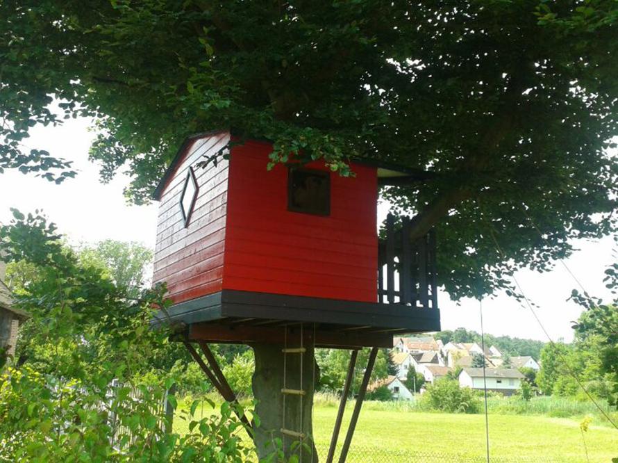 toom kreativwerkstatt baumhaus mit veranda. Black Bedroom Furniture Sets. Home Design Ideas