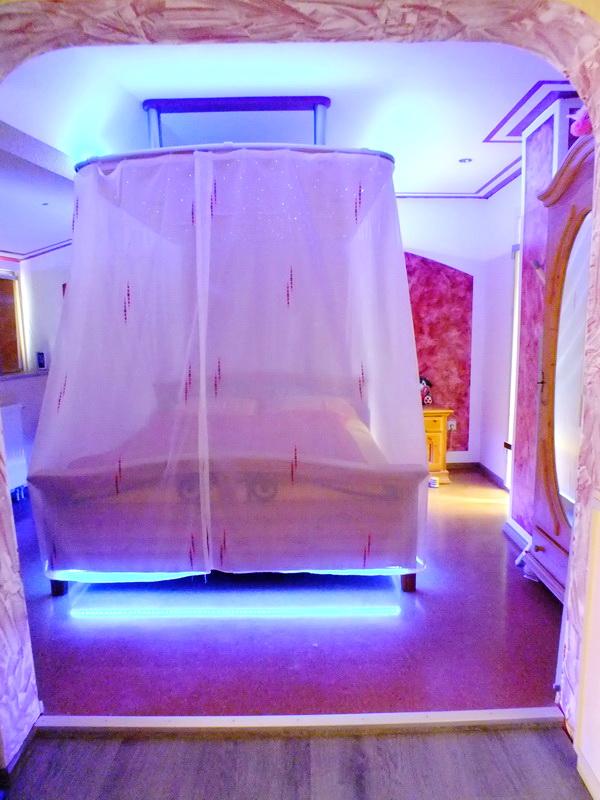 toom kreativwerkstatt himmelbett. Black Bedroom Furniture Sets. Home Design Ideas